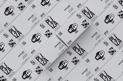 Imagen Corporativa Zaragoza. Diseño gráfico. Dípticos. Trípticos. Catálogos. Papelería. Tarjetas. Packaging. Logotipo Hostal Plaza. Zaragoza.